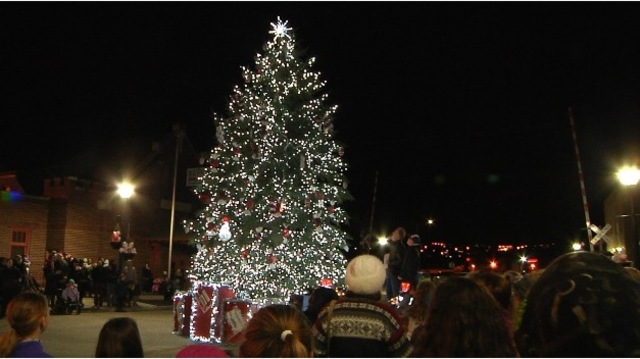 Tree lighting in downtown Minot