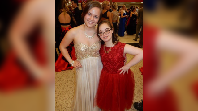 Fashionable Century High School Students Make Classmates Prom